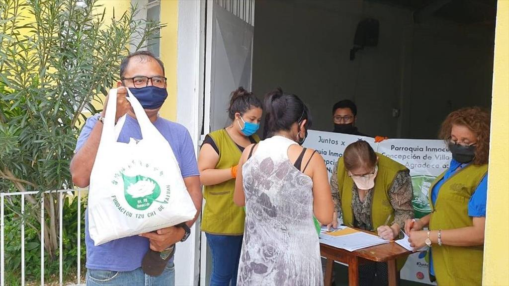 瓜地馬拉慈濟發放生活用品給弱勢家庭。(圖為慈濟基金會提供)