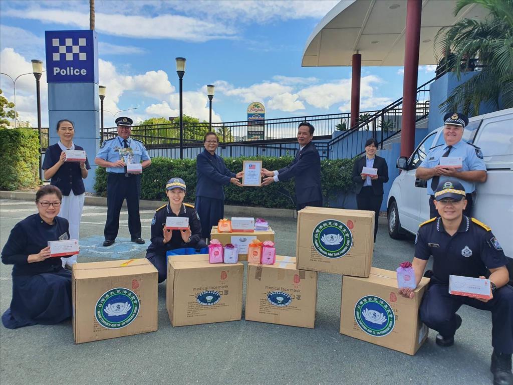 澳洲慈濟志工提供防疫物資給當地警政廳。(圖為慈濟基金會提供)